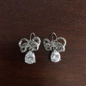 Jewelry - Silver rhinestone bow dangle earrings